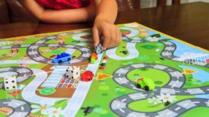 juegos de mesa aquellos que como su nombre lo indica se juegan sobre un tablero o superficie plana por lo general estos suelen implementar la utilizacin