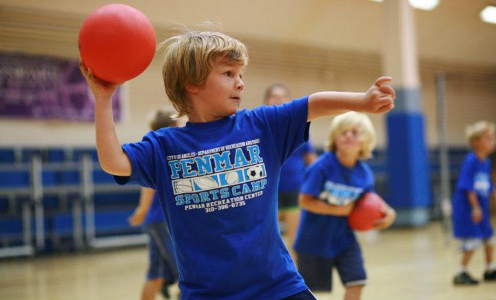the sport of dodgeball Intramural dodgeball is played with six (6) players on the court the quiz will cover responsibilities of the captain, as well as rules for the sport.